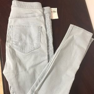 NEW! Light Washed Hollister Jeans w/ Detailing